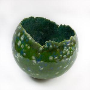 Grote groene open bol effect glazuur Gerdien Noordeloos atelier De Zeelt in Beeld